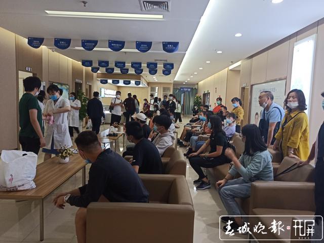 春城晚报报道:省青基会助力近视青年入伍,华山眼科荣获指定手术医院,已超60人报名!