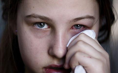 眼表出血和眼底出血有什么不一样?