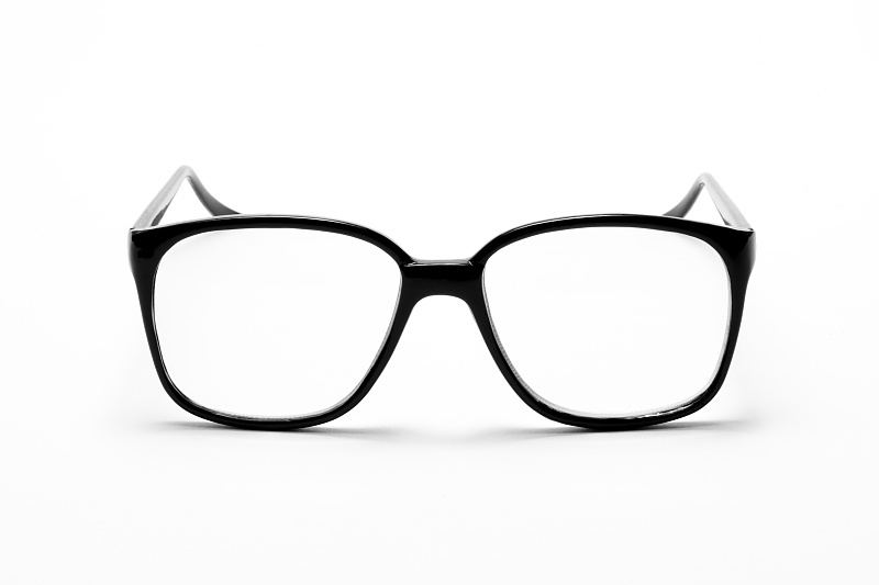 【昆明近视】要想省钱,一副眼镜最多能戴几年?